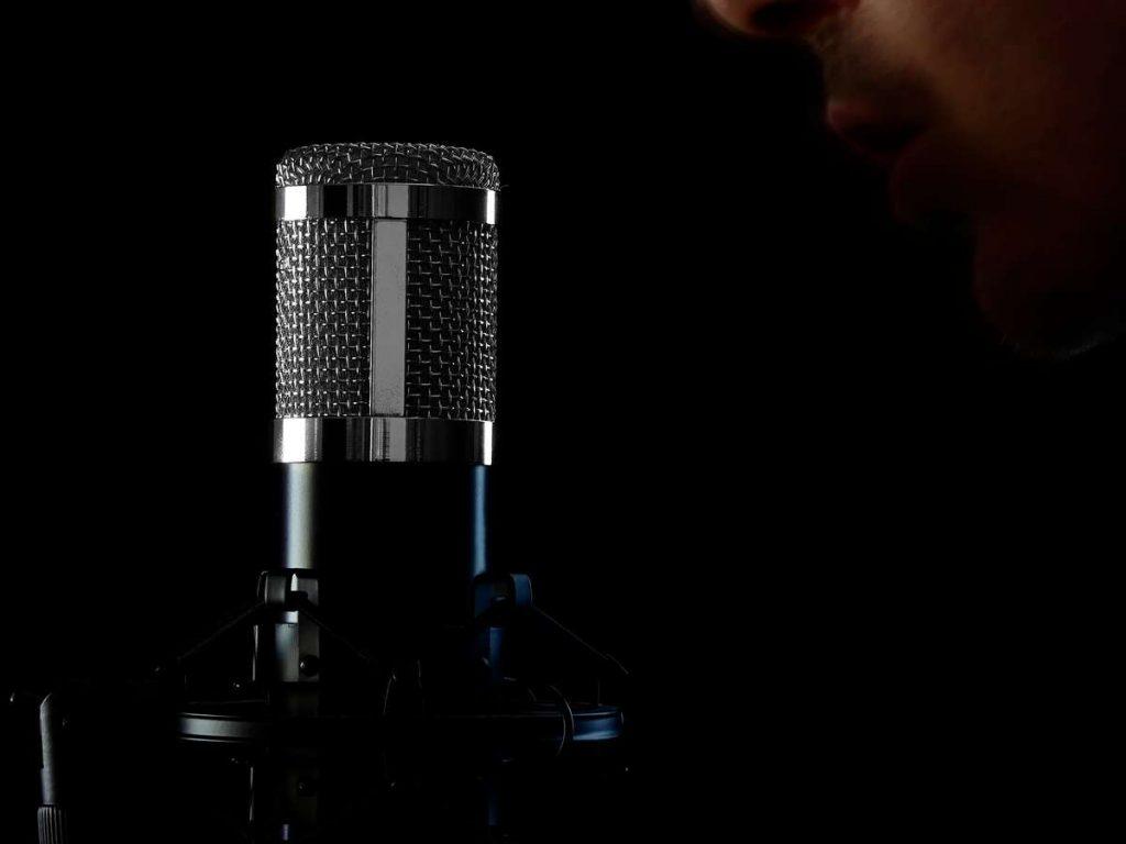 Micrófono plateado Neewer